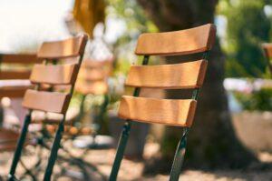 Passendes Mobiliar für Feiern im eigenen Garten