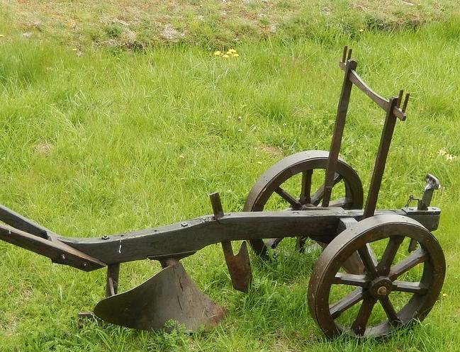 Landtechnik- & Traktor-Pflüge