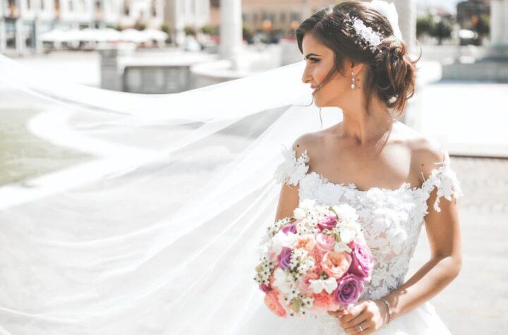 Die Braut auf ihrem Lebenshöhepunkt – edle Accessoires machen das Outfit komplett